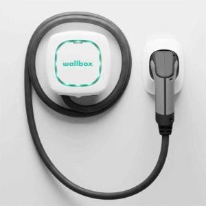 Wallbox Pulsar Plus Ladegerät mit einer Ladeleistung von bis zu 22 KW, Typ 2-Stecker und 5-Meter-Ladekabel. Bluetooth- und Wi-Fi-Konnektivität.