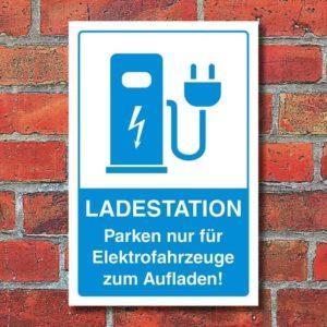 Schild Parkplatz Ladestation E-Auto Elektroauto Fahrzeuge